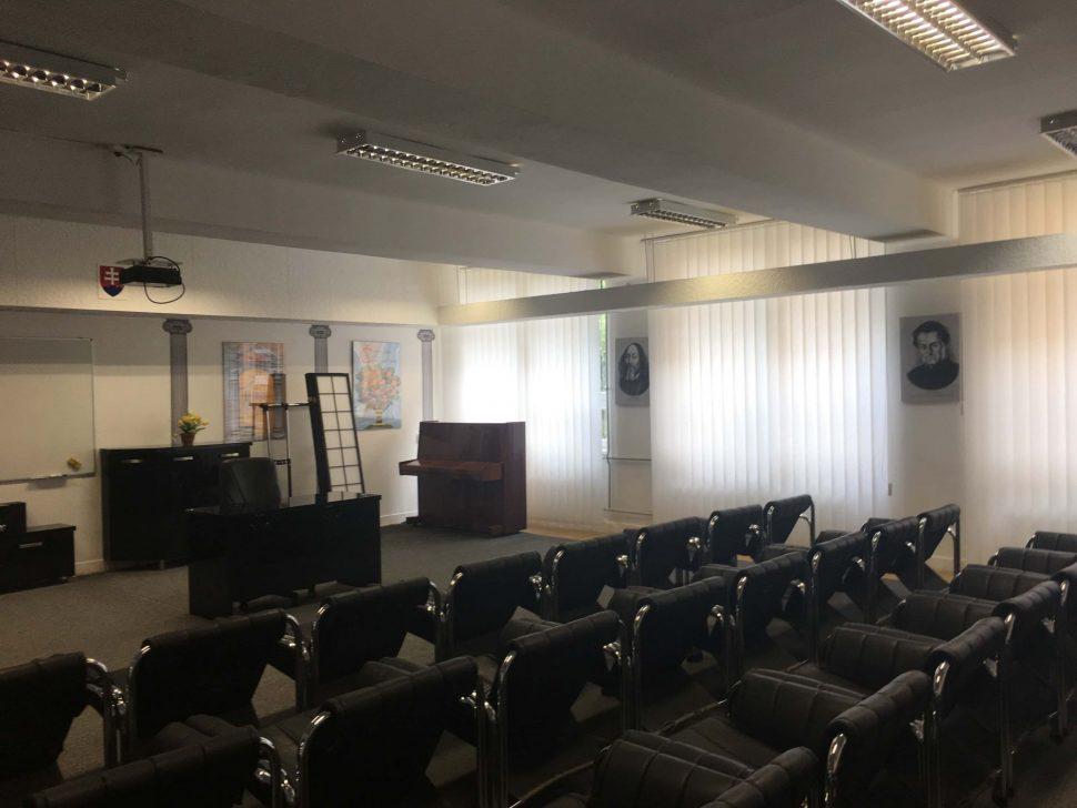 Konferencna-miestnost-vertikalne-zaluzie
