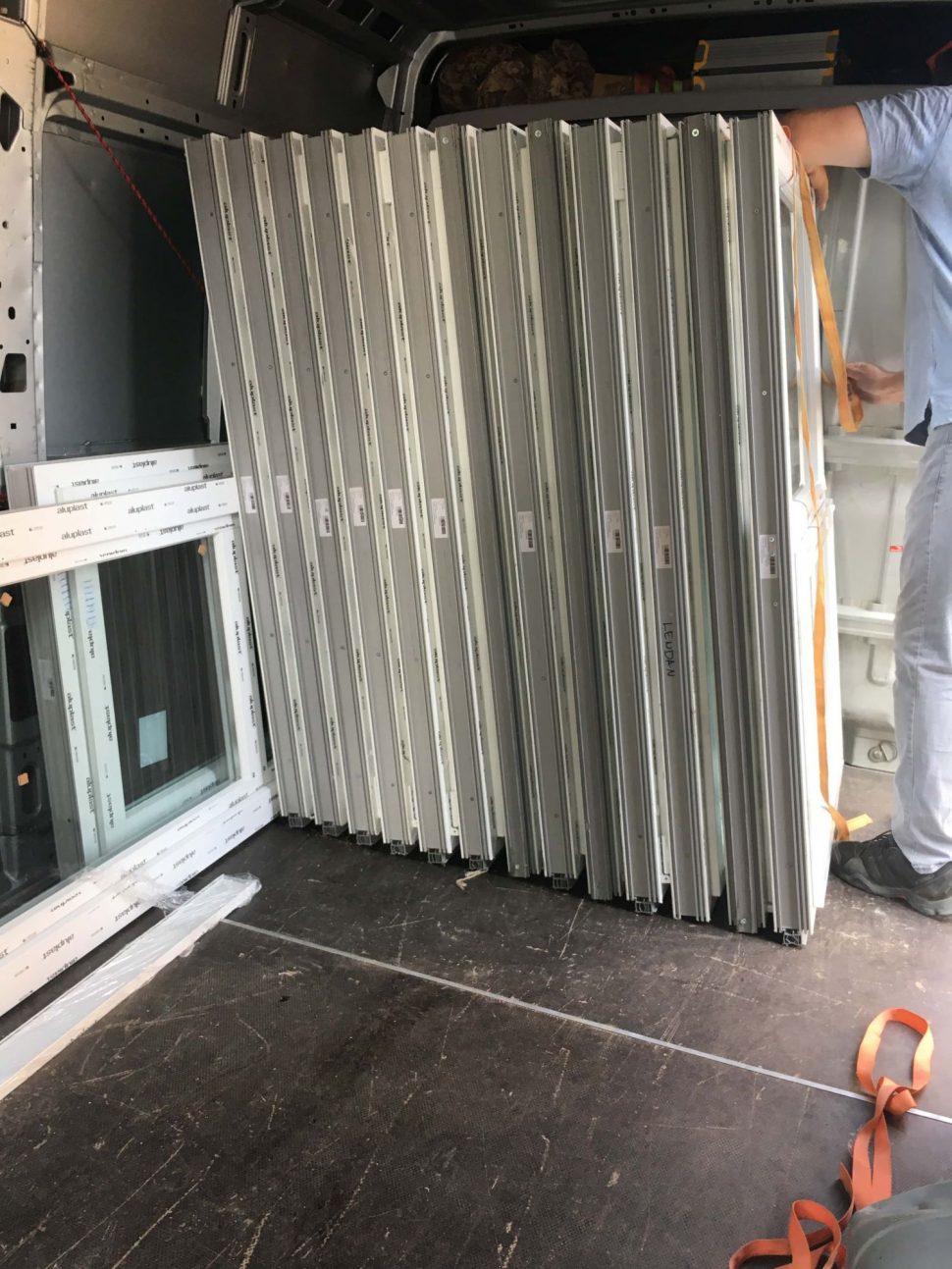 Expedicia-plastove-okna-montaz-auto