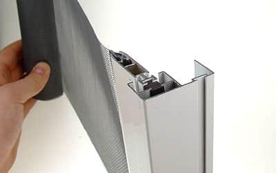 Rolovacia-sietka-dvere-biele